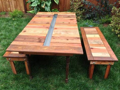 Make A Reclaimed Wood Picnic Table With A Built-in Planter
