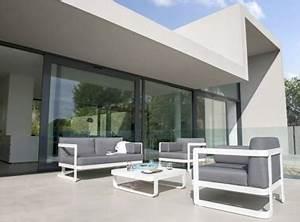des meubles deco pour l39amenagement de sa terrasse With petit canapé convertible avec tapis exterieur terrasse leroy merlin
