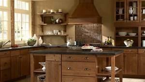 cuisine ancienne pour un interieur convivial et chaleureux With kitchen cabinets lowes with papiers peints pour chambre