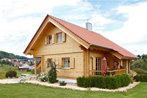 Einfamilienhaus Gemuetliches Blockhaus by Holzh 228 User In Blockbauweise Seit 252 Ber 30 Jahren Aus Einer