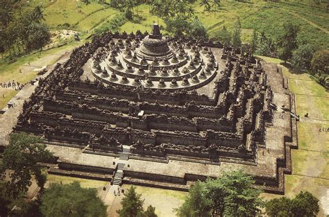 candi borobudur mahakarya monumen buddha termegah jawa
