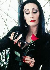 Anjelica Huston on Morticia's Makeup, Oscar Prep, & the ...