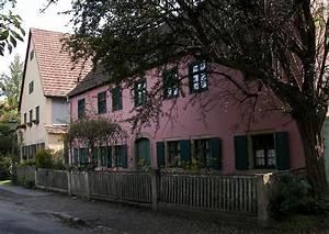 Haus Mit Fensterläden : l ndliches haus mit vorgarten fassadenfarbe rotton und gr ne fensterl den ~ Eleganceandgraceweddings.com Haus und Dekorationen