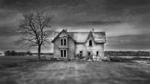 Haunted house in focus wallpaper