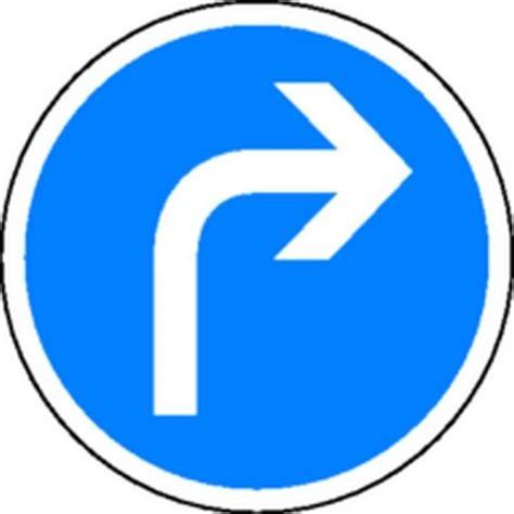 bureau des guides panneau obligation de tourner à droite classe 2 stocksignes