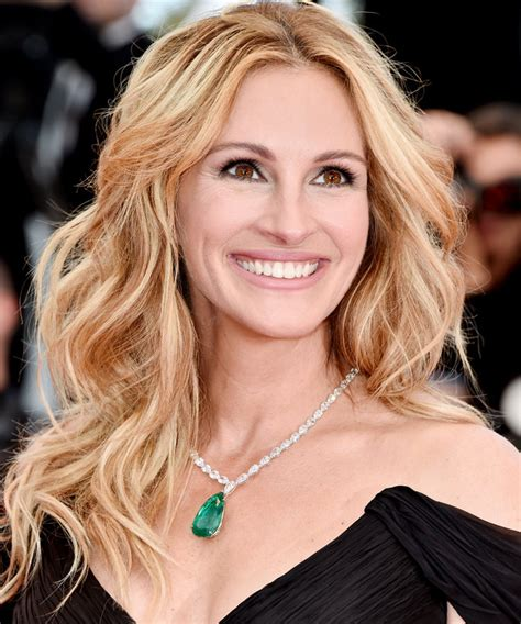 how old is actress julia roberts here s how to get julia roberts beyond gorgeous makeup at