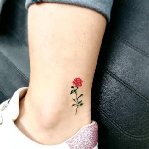 Las 31 mejores ideas de tatuajes de rosas rojas