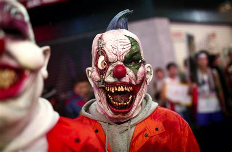 killer clowns  creepy halloween threats