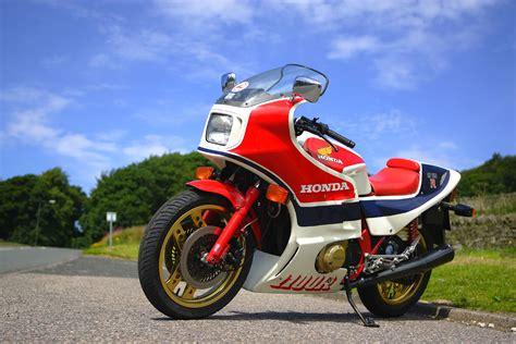 Honda CB1100R Road Test   Classic Motorbikes