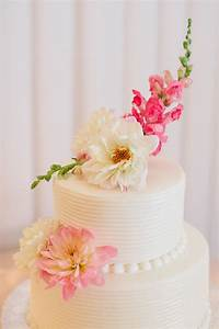 Two Tier Round Wedding Cake With Flowers 2 Elizabeth