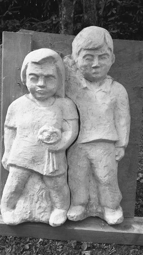 Priekuļos atrasta no kapiem nozagtā bērnu skulptūra - Jauns.lv