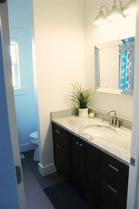 How To Decorate Small Bathroom by How To Decorate A Bathroom Without Clutter