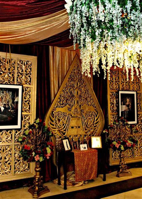 maroon   java mawarprada dekorasi pernikahan