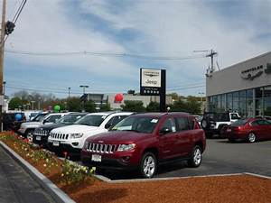 Kelly Jeep Chrysler car dealership in Lynnfield, MA 01940