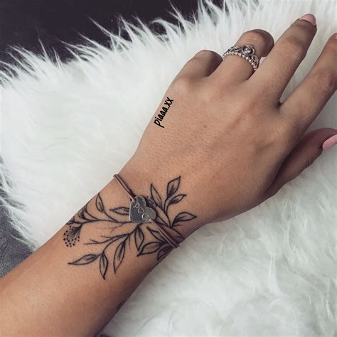 tattoo blaetter handgelenk hand schmuck tattoos