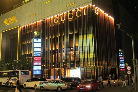 retail showroom design gucci china flagship store in golden eagle department