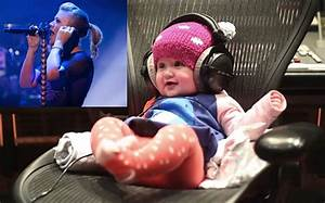 Kelly Clarkson's daughter rocks out to song that uses her ...