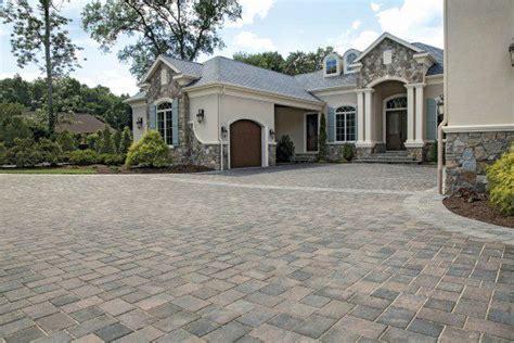 estate home driveway  transition paver