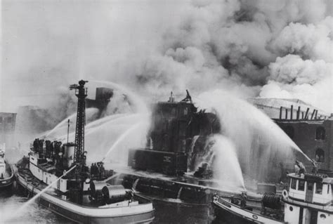 Nyc Fireboat Firefighter by New York Fdny Boats 1