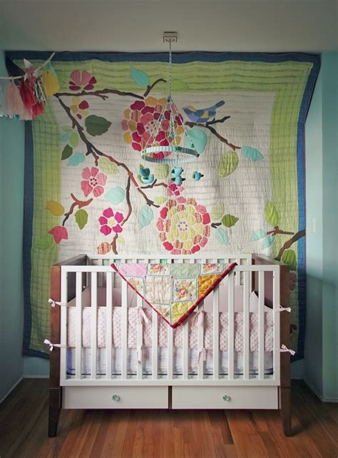 how to hang quilt on wall the clever way she seamlessly hangs this quilt is