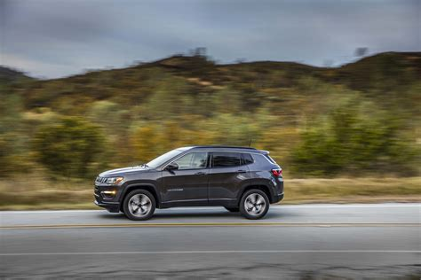 jeep compass side 2017 jeep compass latitude side in motion 04 motor trend