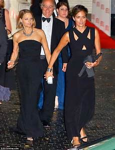 Jodie Foster and wife Alexandra Hedison enjoy a date night ...