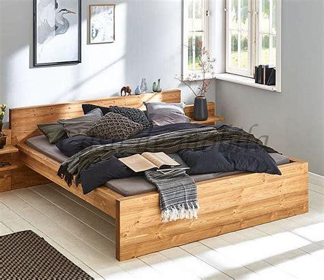 Während des wöchentlichen hausputzes kann der bettrahmen mit dem staubtuch abgewischt werden. Massivholz Bett 180x200 Doppelbett gebürstet Kiefer Fichte | Massivholzmoebel-Experte