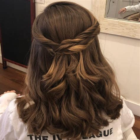 cute hairstyles  medium length hair popular