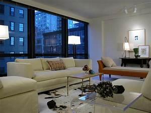 Living room lighting tips hgtv for Floor lamp placement in living room
