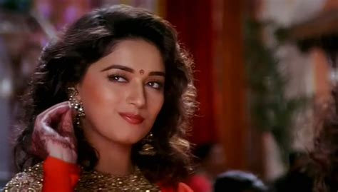 madhuri dixit hair style falling in with curls the way 7730
