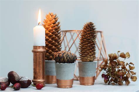 Weihnachtlicher Kerzenhalter Tannenbaeumchen by Diy Beton Tannenb 228 Umchen Weihnachten Herbst Deko