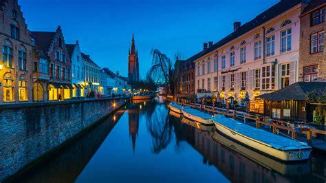 fondos de pantalla  belgica amarradero casa tarde barcos bruges canal ciudades