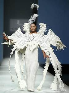 Flamboyant styles hit China Fashion Week - People's Daily ...