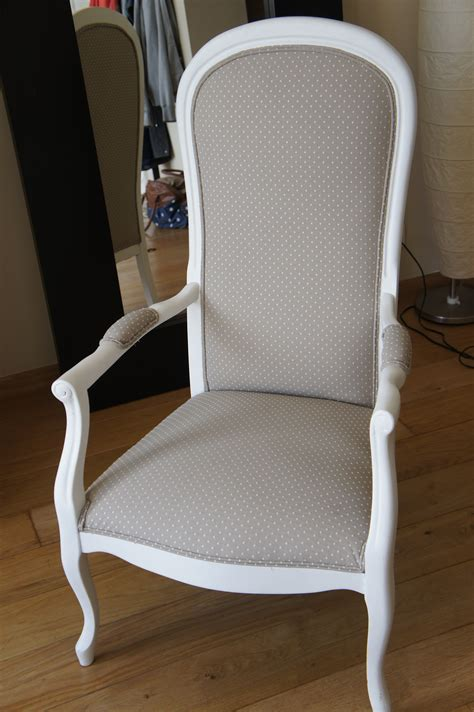 siege voltaire fauteuil voltaire gris pois blancs fauteuil voltaire