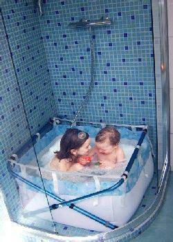 Une Baignoire Pour Enfants Dans La Douche Avec Bibabain