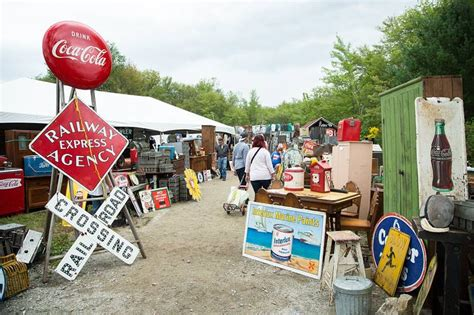 Brimfield Market Through Designers by A Snob S Guide To The World S Flea Markets Wsj