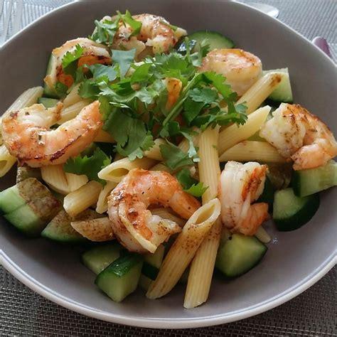 salade de p 226 tes aux crevettes marin 233 es ma p tite cuisine