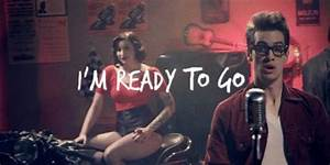 [Gif] Brendon Urie: Ready to Go | PANIC! AT THE DISCO ...