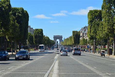 Parīze plāno ievērojami samazināt satiksmi pilsētas centrā ...