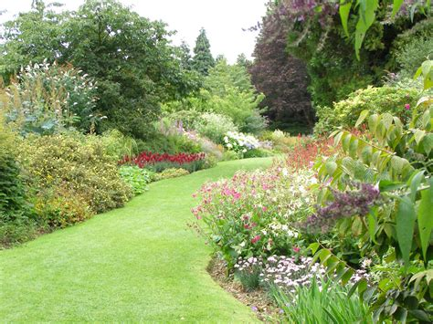 garden in highclere castle and gardens