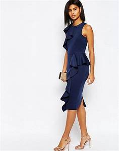 how to love the ruffle trend gabrielle teare personal With robe longue a volant