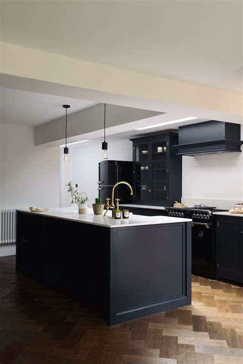 cool  contemporary shaker kitchen design  devol