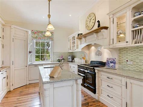 French Provincial Ushaped Kitchen Design Using