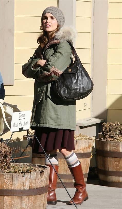 keri russell leather hobo bag keri russell  stylebistro