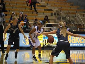 Women's basketball move to 3-1 with win over Bakersfield ...