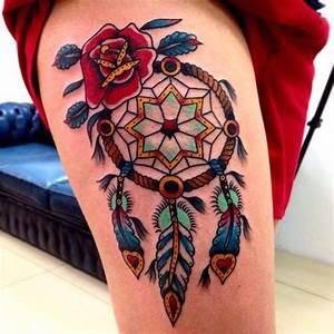 Attrape Reve Tatoo : photo tattoo feminin attrape reve indien style oldschool tres colore belles plumes tatouage femme ~ Nature-et-papiers.com Idées de Décoration