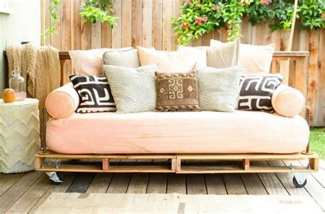 canape exterieur en palette le salon de jardin en palette en plus de 110 idées originales