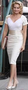 Christina Ricci parades her tiny waist in Sixties-style ...