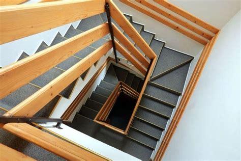corrimano in legno corrimano legno scale corrimano scale