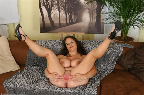 MATURE BRUNETTE SPREADS CUNT Porn Pic From MATURE